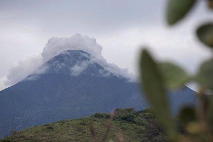 Más de 300 evacuados por la erupción del Volcán de Colima, México