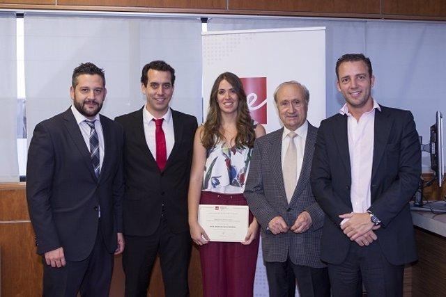 Marta Luque, ganadora del Premio en el centro.