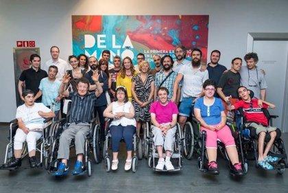 Carmena inaugura el proyecto 'De la Mano' en favor de los pacientes con discapacidades severas