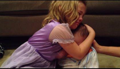 Vídeo: la tierna reacción de una niña que no quiere que su hermano crezca