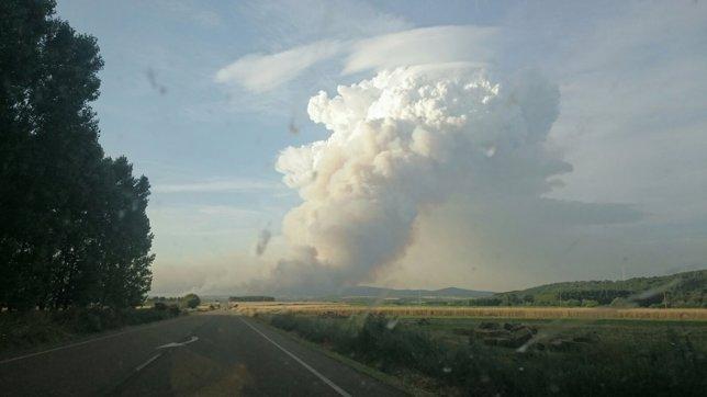 Columna de humo provocada por el incendio de Quintana
