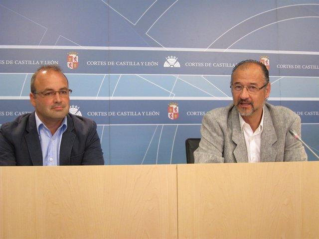 Luis Fuentes a la derecha de la imagen