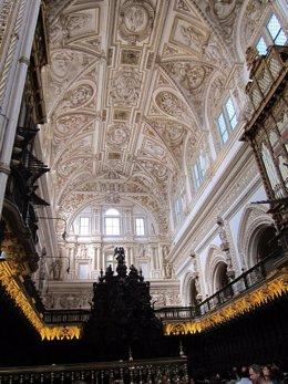 Bóveda y coro de la Catedral de Córdoba, inscrita en la antigua mezquita