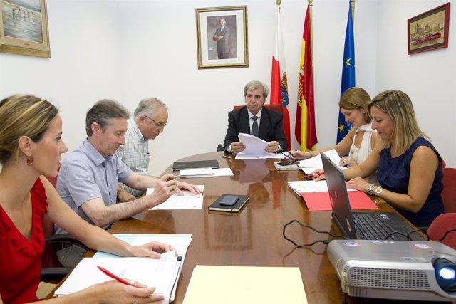 El consejero de Presidencia, Rafael de la Sierra, en la primera reunión de SEMCA