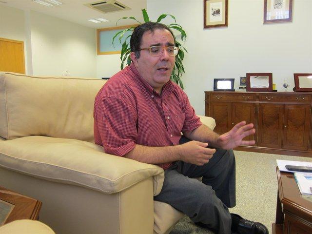 El rector de la UPO, Vicente Guzmán