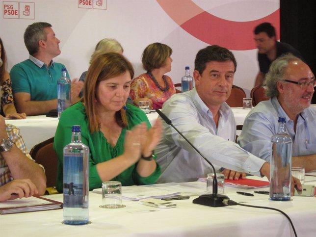 El líder del PSdeG, José Ramón Gómez Besteiro, junto a Pilar Cancela