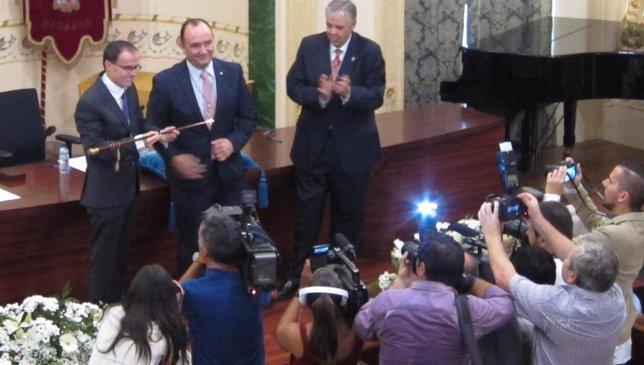 Gallardo toma posesión como presidente de la Diputación de Badajoz