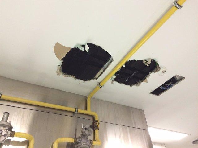 Hundimiento del techo de cocina del HUCA.
