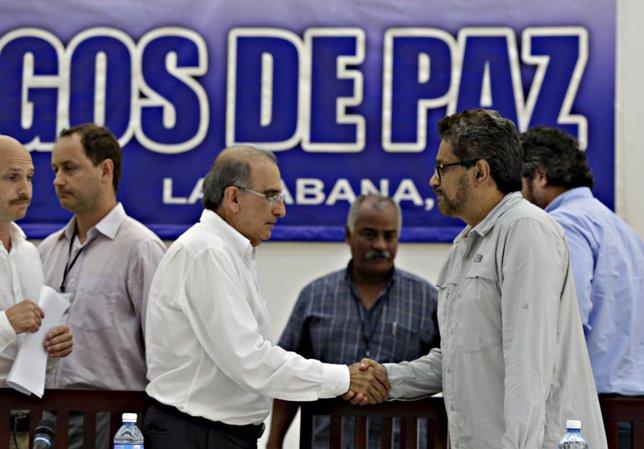 Los negociadores del Gobierno, Humberto de la Calle, y las FARC, 'Iván Márquez'