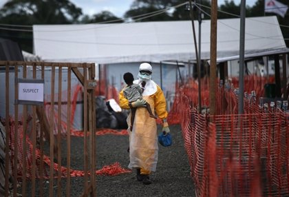 Liberia, Sierra Leona y Guinea siguen registrando 30 casos semanales de ébola