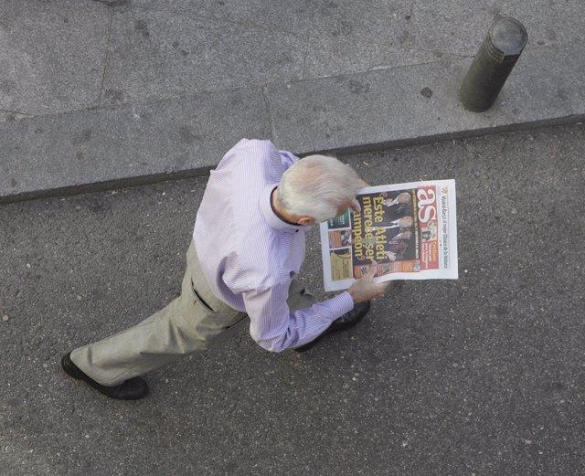 Anciano, periódico, lectura