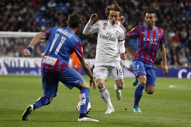 Luka Modric, José Luis Morales y David Barral Torres