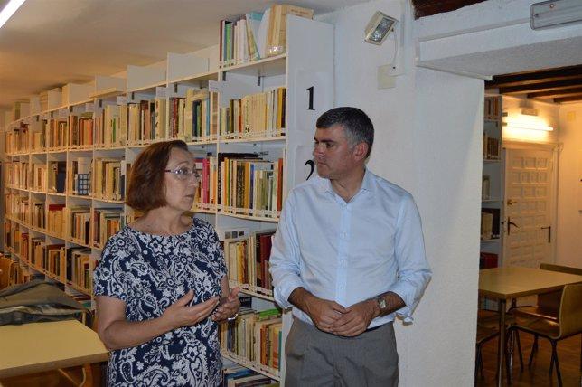 Np + Foto Visita Delegado De La Junta A Museo Provincial