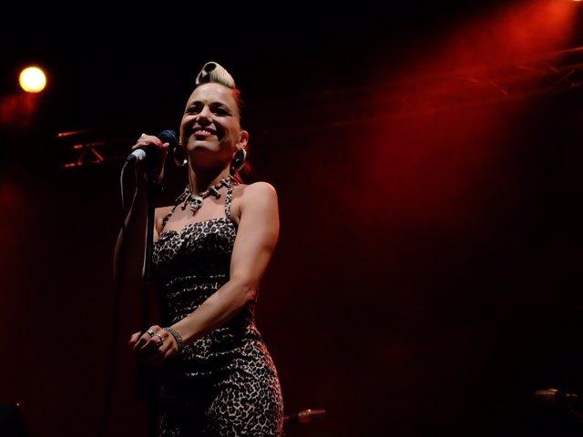 Imelda May en un momento del concierto en Valencia