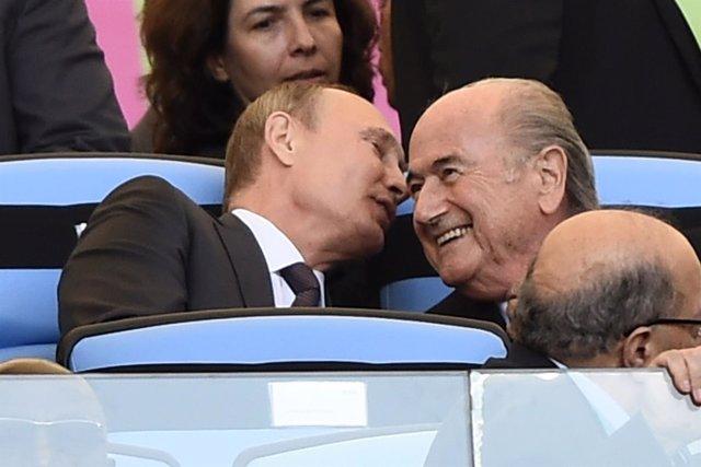 El presidente de Rusia, Vladimir Putin y presidente de la FIFA, Joseph Blatter