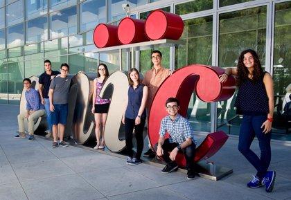 Ocho de los mejores estudiantes de bachillerato terminan su beca en el CNIC