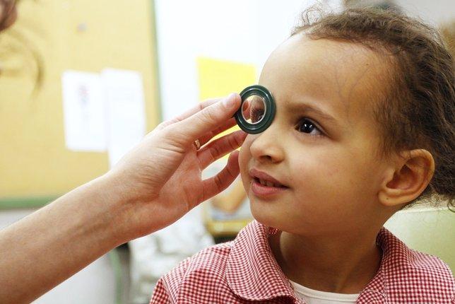 Revisión ocular a niños