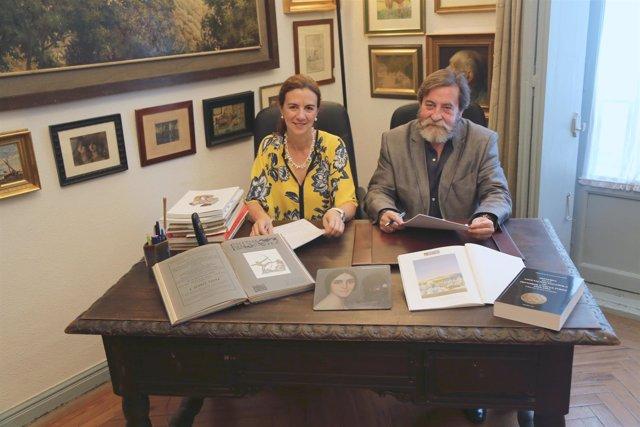 Ana rubio y José Gabriel Astudillo durante la firma del convenio