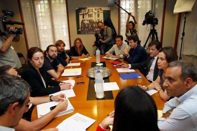 Reunión entre PSOE y Podemos.