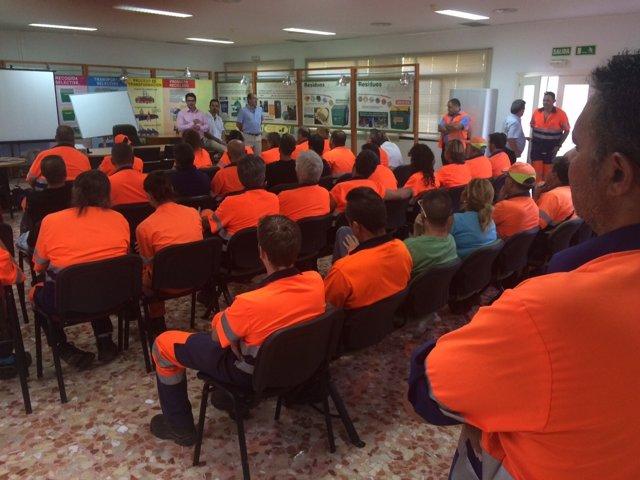Reunión del presidente de Sadeco con trabajadores