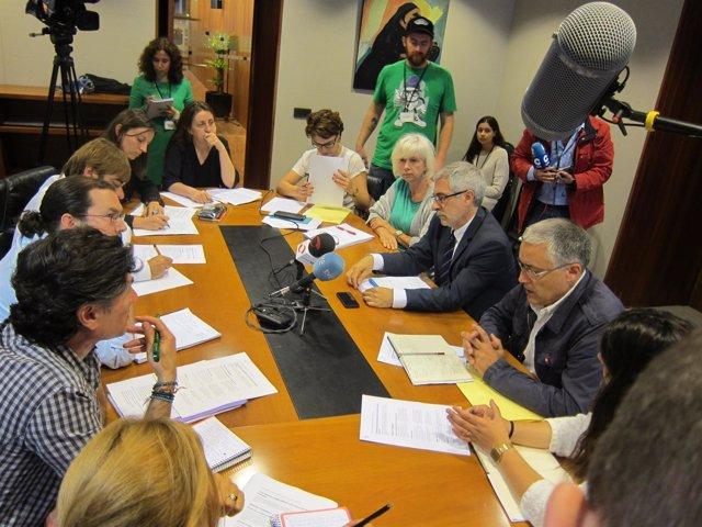 Reunión entre Podemos e IU, con Gaspar Llamazares