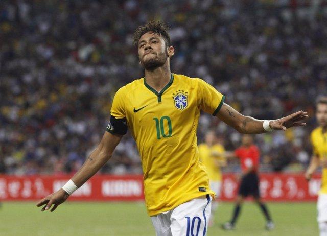 Neymar celebra su cuarto gol