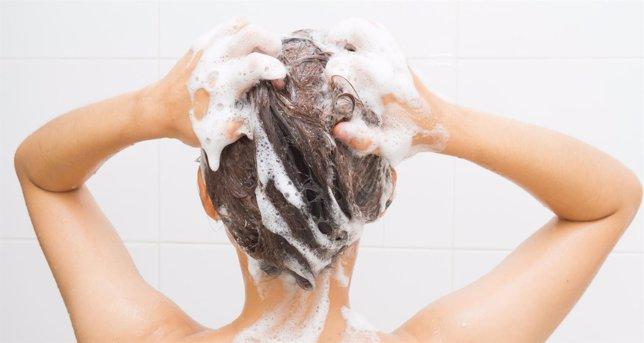 Como lavarse el pelo