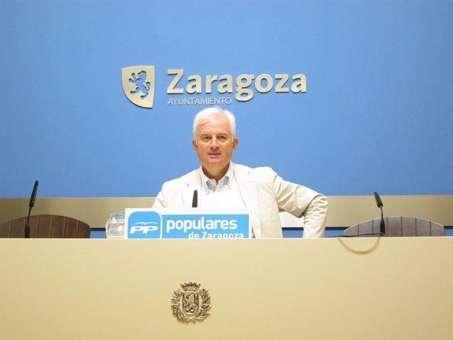 El portavoz municipal del PP, Eloy Suárez, este viernes en rueda de prensa