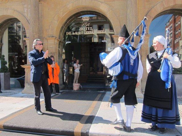 Muti, recibido por la Banda de Gaitas Ciudad de Oviedo.