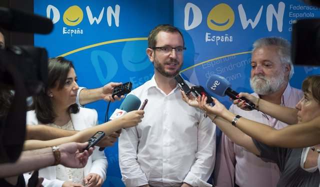 Visita de Javier Maroto y Sandra Moneo a la Federación española de Síndrome de D