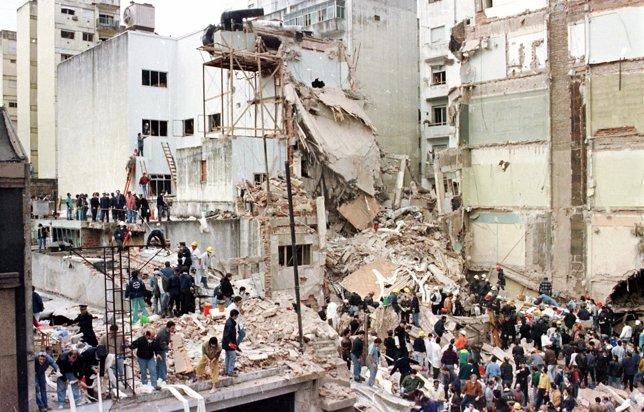 Sede de la AMIA en Buenos Aires tras el atentado