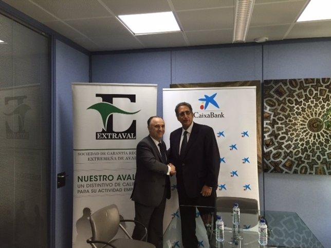 Firma entre Extraval y CaixaBank