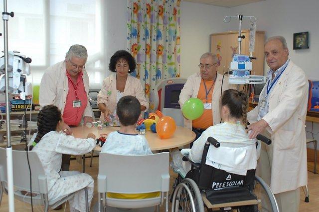 Voluntarios en el Hospital Reina Sofía
