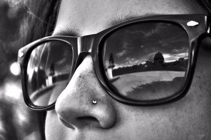Las gafas de sol de moda con lentes de mala calidad pueden dañar la vista