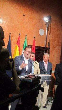 El presidente del Gobierno, Mariano Rajoy, en La Palma del Condado (Huelva).