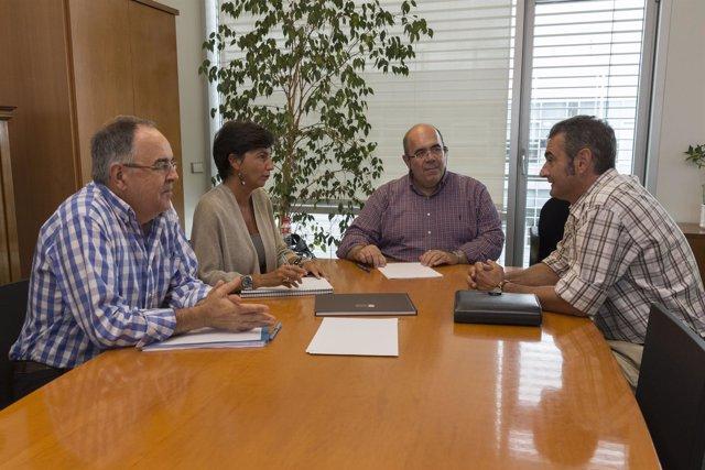 El consejero se reúne con representantes de Nestlé