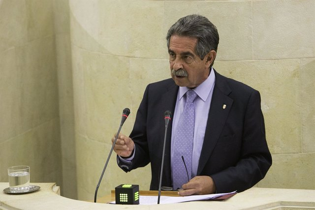 Comparecencia de Revilla en el Pleno del Parlamento