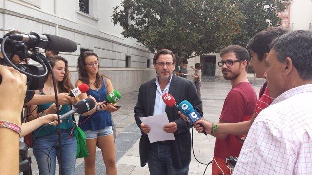 Baldomero Oliver, del PSOE, en rueda de prensa