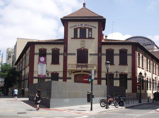las escuelas de artesanos de valencia recuperan su himno