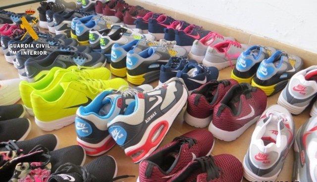 Y Zapatillas Pares Intervenidos De En La Falsificados 195 Mochilas twzUIB