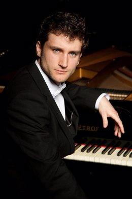 El pianista Julián Sanz