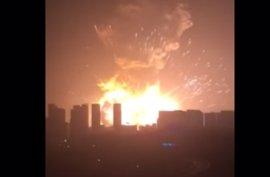 """Declaran """"bajo control"""" el fuego desatado tras las explosiones de Tianjin"""