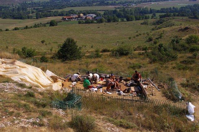 Excavación en el yacimiento paleolítico de Montlleó