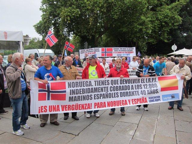 Exmarineros gallegos de la asociación Long Hope exigen a Noruega sus pensiones