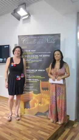 La bailaora Eva Yerbabuena y la diputada de Cultura en Huelva, Aurora Vélez.