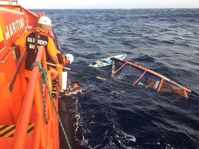 Rescate del windsurfista