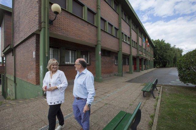 La alcaldesa de Camargo visita colegios del municipio