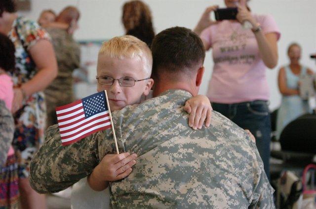 Militar con su hijo