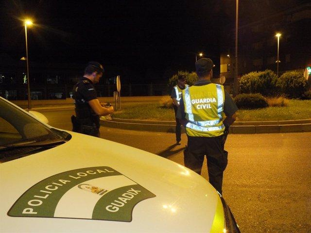 La Policía Local junto a la Guardia Civil en el dispositivo de tráfico.
