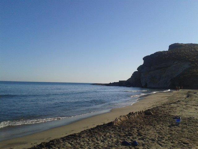 junta y ayuntamiento de níjar contemplan vigilar las playas de cabo